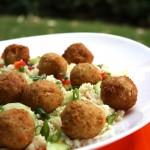 Falafelis jeb zirņu bumbas ar kuskusa salātiem