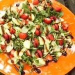 Zemeņu salāti ar balzamiko mērci