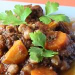 Liellopa gaļas sautējums marokāņu gaumē