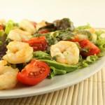 Svaigie garneļu salāti ar avokado