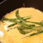Omlete ar sieru un sparģeļiem