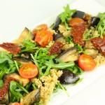 Ceptu baklažānu salāti ar kvinoju