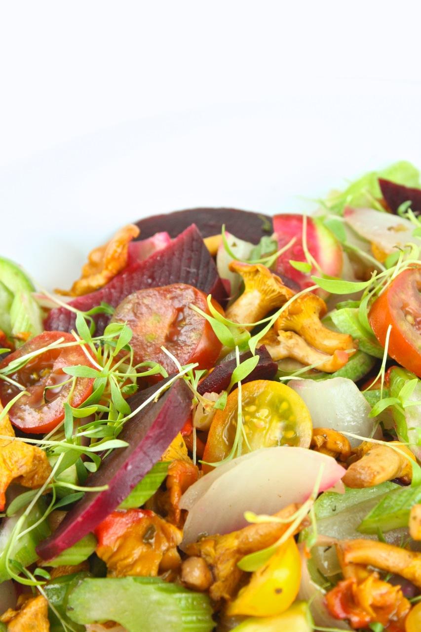 Siltie gaileņu salāti ar jaunajām bietēm - 15
