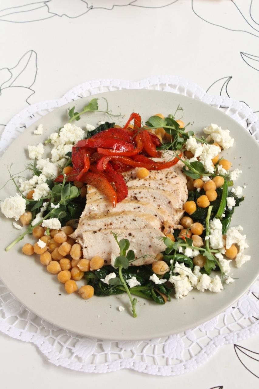 Spinātu, vistas un auna zirņu salāti - 33
