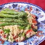 Sparģeļu un kuskusa salāti