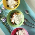 """Slinkā pavlova"" jeb jogurta deserts ar vasaras ogām"