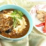 Kokospiena, baklažānu un auna zirņu zupa