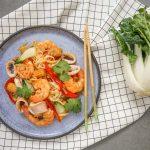 Rīsu nūdeles ar jūras veltēm