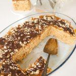 Cepumu kūka ar zemesriekstiem un karameli (bez cepšanas)