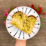Brioša maize ar pistāciju pildījumu